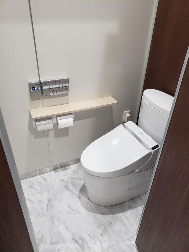 リフォーム後の個室トイレ